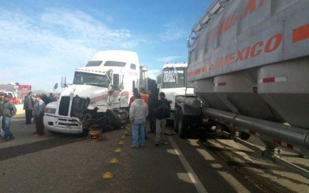 Carambola entre camiones deja al menos 27 heridos en Silao