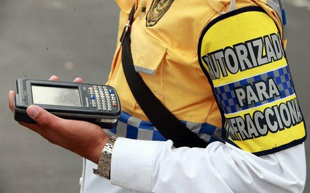 Por evitar infracción, automovilista atropella a policía de tránsito