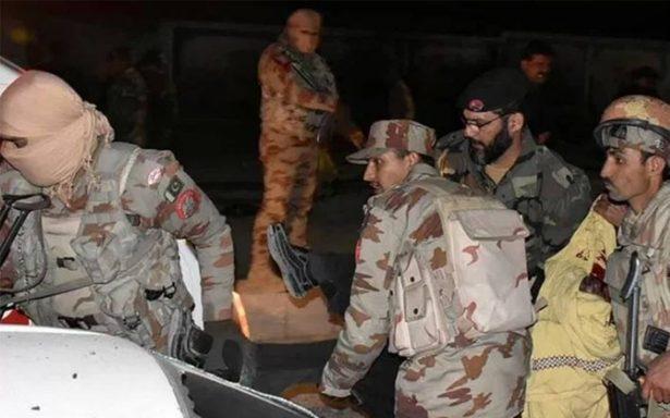Mueren 11 soldados en ataque suicida en un campo militar en Pakistán