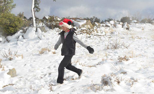 Cae primer tormenta invernal en la Sierra de Juárez
