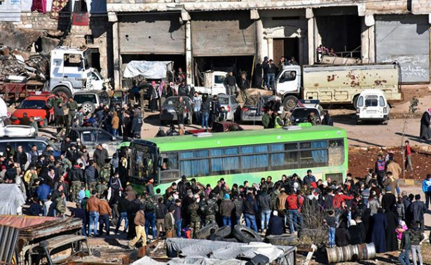 Siria suspende evacuación de miles de personas de Alepo