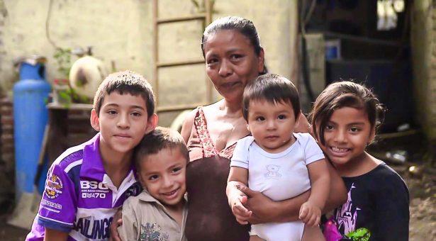 Más de 47 mil madres solteras en programa de seguro de vida de Sedesol
