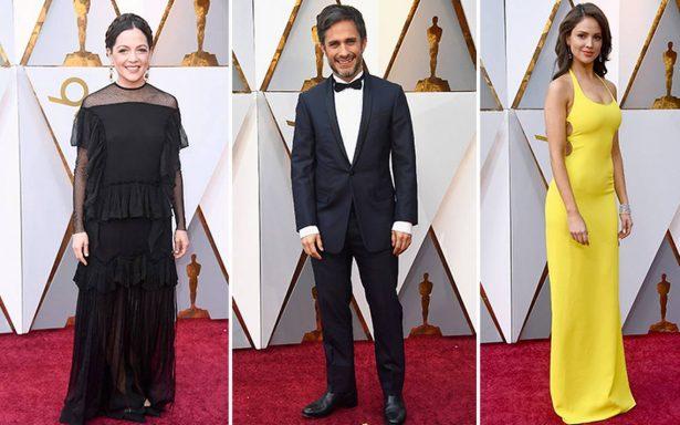 Con todo su glamour, desfilan las estrellas por la alfombra roja de los Oscar