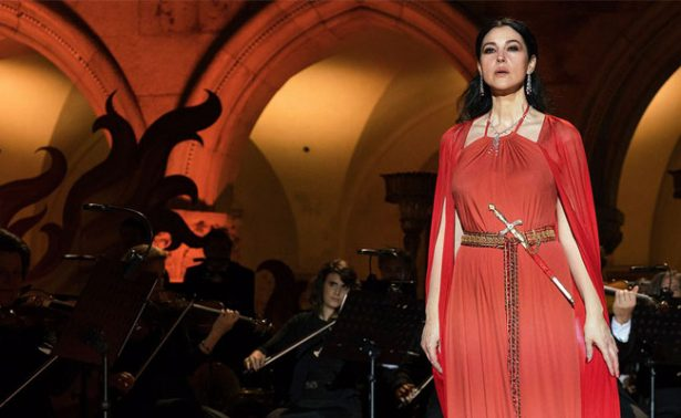 ¡Monica Bellucci se desnuda en Mozart in the Jungle!