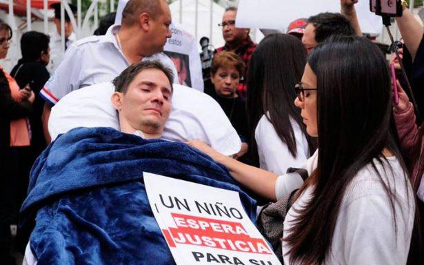 Roberto González pide ayuda a AMLO tras golpiza que lo dejó parapléjico