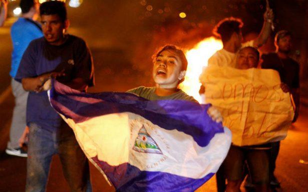 Estudiantes exigen salida del presidente de Nicaragua, pese a derogación de reformas