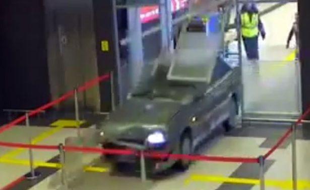 Conductor ebrio causa destrozos en aeropuerto de Rusia