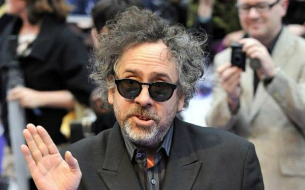 Tim Burton ya está en México para inaugurar exposición