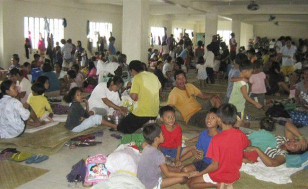Evacúan a miles de personas ante llegada del tifón Nock-Ten