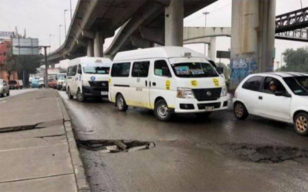 Reparan profunda grieta causada por lluvias sobre calzada Ignacio Zaragoza