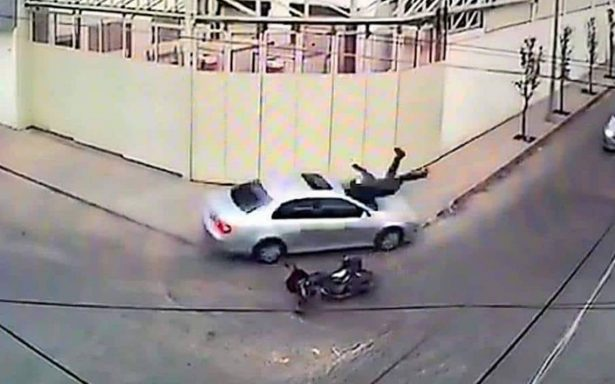 Video registra brutal atropellamiento a motociclista en Monterrey