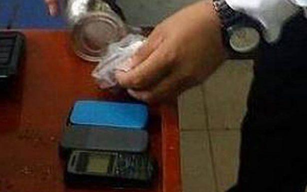 Realizan operativo en penal de Santiaguito; hallan drogas, objetos punzocortantes y celulares