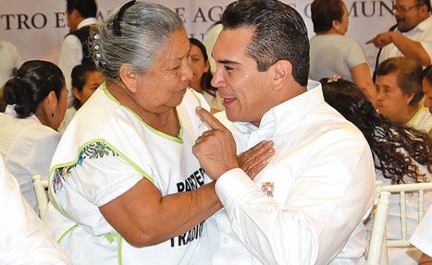 Reconoce Alejandro Moreno labor de parteras