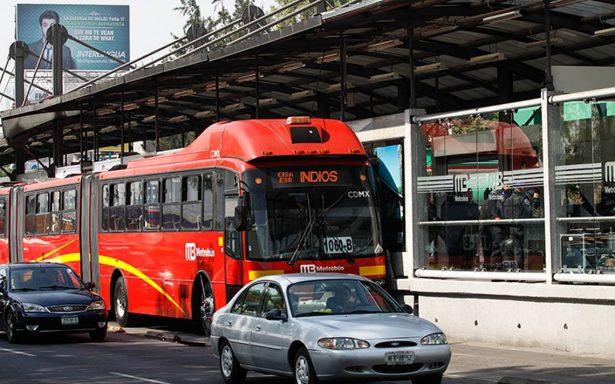Abuelitas atacan con picahielos para robar a usuarios del Metrobús