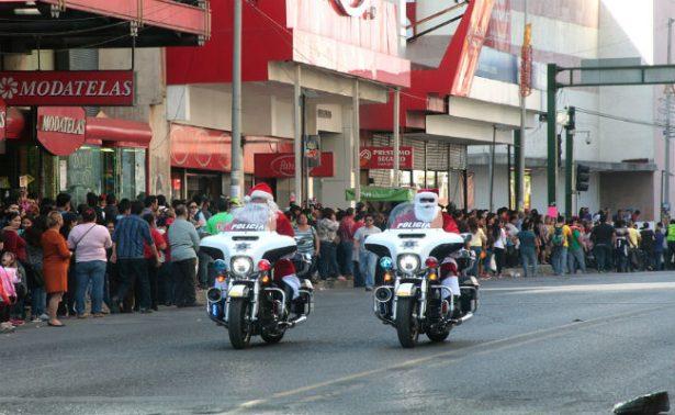 ¡No es broma! Tránsitos de Monterrey se disfrazan de Santa Claus