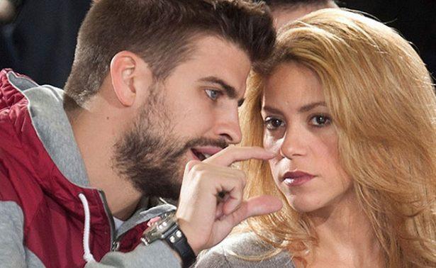 Shakira y Piqué protagonizan altercado con reportera en aeropuerto