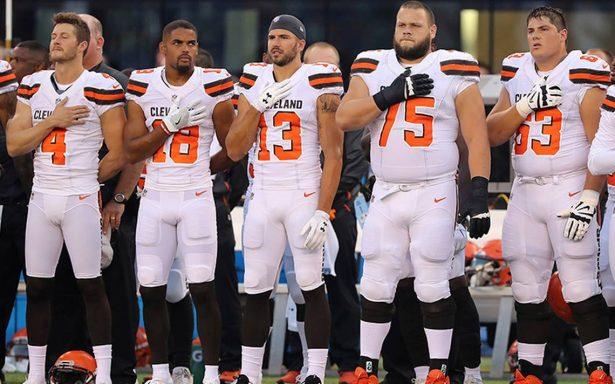 Trump pide no pagar a  jugadores de NFL que protesten durante el himno