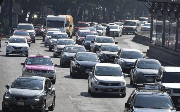 Autos con engomado rosa no circulan este martes