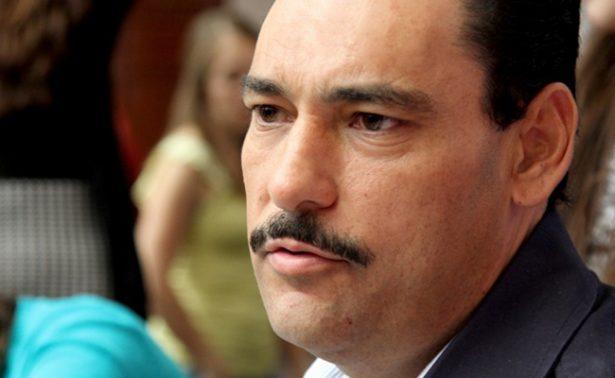 Alcalde devuelve su finiquito por 241 mil pesos