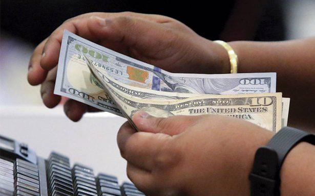 Dólar promedia en 18.72 pesos a la venta en el aeropuerto capitalino