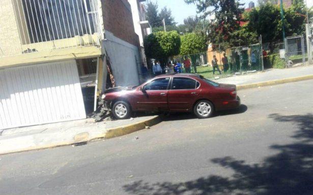 Automovilista pierde el control tras ser baleado en Paseos de Churubusco