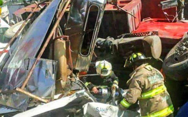 Camión arrolla a varios autos en Huixquilucan; hay un muerto y cinco heridos
