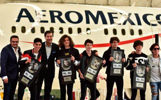 """CD9 presenta álbum """"1.0"""" en hangar de Aeroméxico"""
