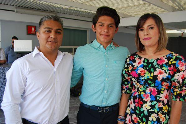 Recibe sorpresa Jorge Luis López