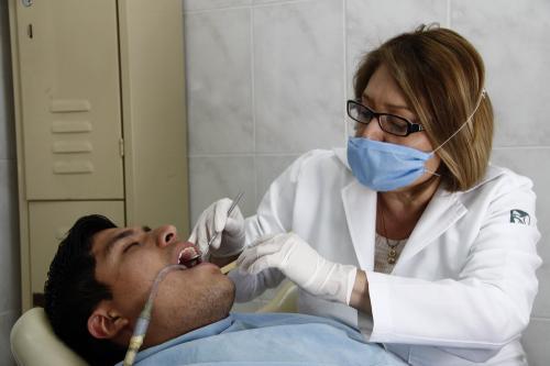 Pide IMSS a padres ser ejemplo en salud bucal