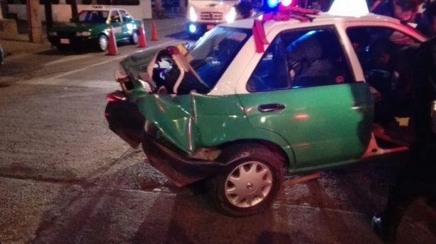 Taxista resulta gravemente lesionado en choque