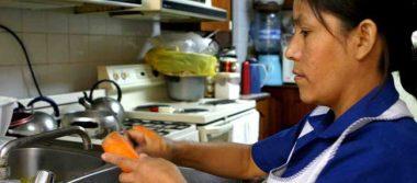 Sin prestaciones y con sueldos bajos sobreviven empleados domésticos