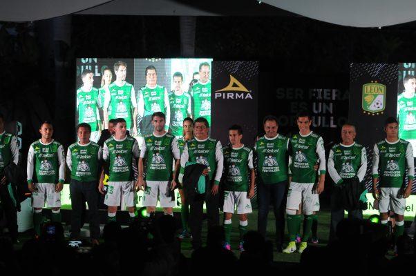 Presenta el equipo León nuevos uniformes