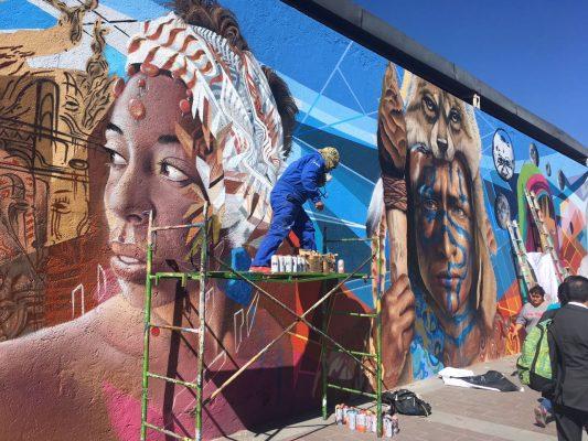 """Gusta a peatones mural """"Culturas del mundo"""""""