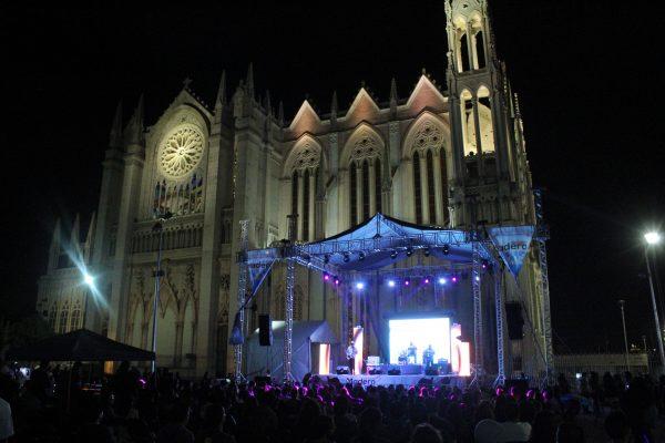 Retumba la Plaza Expiatorio; segunda edición del Madero Blues