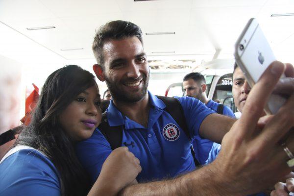 Cruz Azul llegó sin arrastre; una veintena de aficionados recibieron a La Máquina en León