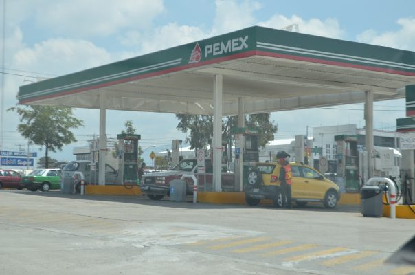 Señalan usuarios a gasolinera con litros incompletos