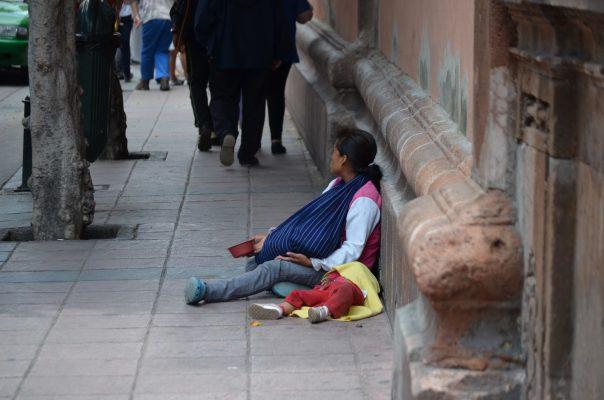 'Invaden' pedigüeños y ambulantes el Centro