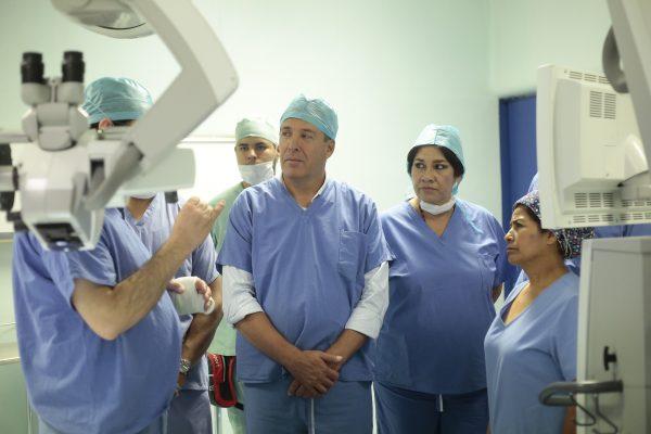 Entrega Gobernador equipo médico al Hospital General de León
