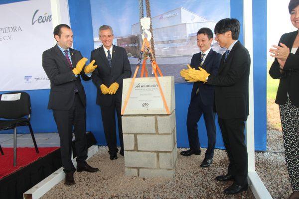 Ponen primera piedra de empresa japonesa