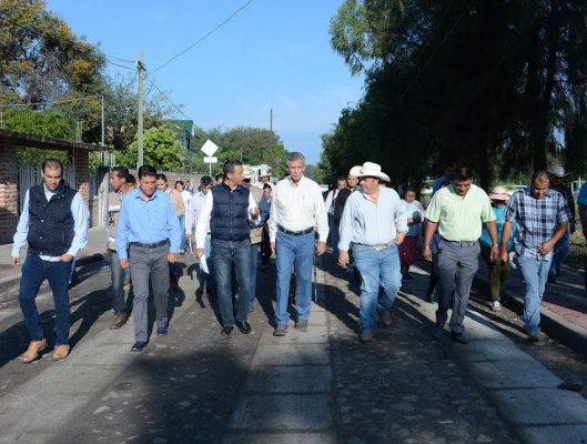 Entrega obras en La Sandía