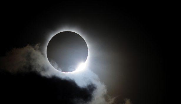 Emociona a leoneses el inminente eclipse de sol