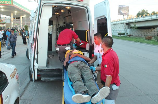 Ciclista la libra al ser atropellado en el Libramiento Morelos