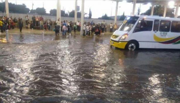 Lluvia y granizo enloquecieron a la ciudad, otra vez