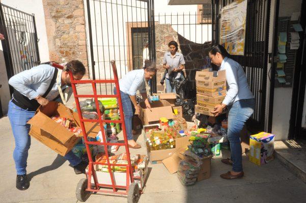 Suman esfuerzos para ayudar a damnificados