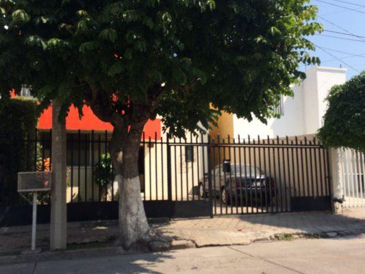 Falsos lavacoches asaltan casa en Bugambilias