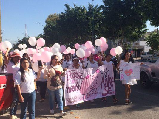 Marchan para conmemorar el Día Mundial de la lucha contra el Cáncer de Mama