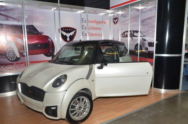 Exhiben modelo Zacua, el primer auto eléctrico mexicano