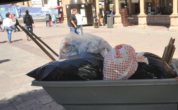 Empleados recolectores de basura, víctimas de objetos punzocortantes