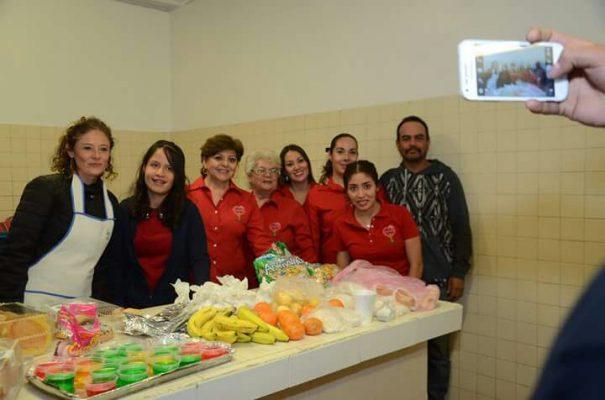 Llevan calor y amor, damas que conforman el voluntariado Tocando Corazones