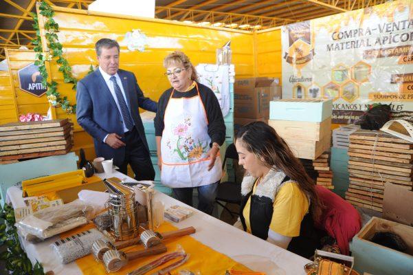 De sorpresa Gobernador visita Primer Encuentro Apícola-Agrícola del Bajío